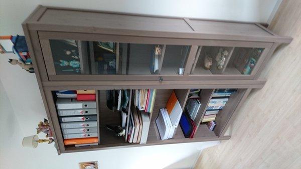 boekenkast vitrinekast tafeltje en tv meubel